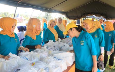 Pada tanggal 2 September 2016 melaksanakan bazar amal untuk anggota Bhayangkari dan para Ketua Bhayangkari cabang sedaerah Kalsel dalam rangka hari Kesatuan Gerak Bhayangkari ke 64 tahun 2016 bertempat di Mako SATBRIMOB Polda Kalimantan Selatan.