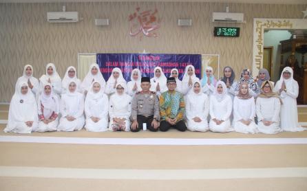 Pada tanggal 4 Juli 2016 dilaksanakan foto bersama Tadarusan dalam rangka bulan suci Ramadhan 1437 H bersama Ustad Wijayanto yang diikuti pembina Bhayangkari daerah Kalsel beserta PIU Polda Kalsel & Bhayangkari sedaerah Kalsel bertempat di mesjid Al-Muhtadin Polda Kalsel.