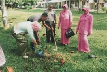 Pada tanggal 1 Agustus 2016 .pengurus cabang Agam dan pasangan anggota Polri yang akan melaksanakan sidang nikah (BP4) melaksanakan penanaman pohon di lingkungan asrama Polres AGAM