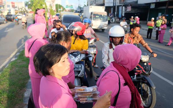17 Mei 2019 berbagi Takjil PC Kota Sorong c