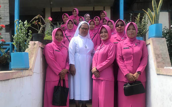 Anjangsana Safari Ramadhan Bhayangkari PC Teluk Bintuni 2019 a