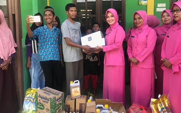 Anjangsana Safari Ramadhan Bhayangkari PC Teluk Bintuni 2019 b