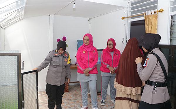 Pemberian Bantuan Tempat Tinggal Untuk Bripda Tamara, Polwan Berprestasi Polda Kalsel 2019 c