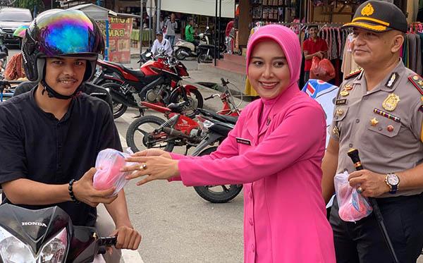 berbagi takjil di bulan ramadhan pd aceh 2019 b