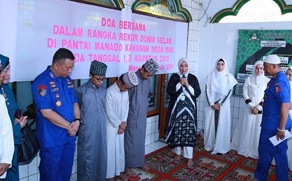 Doa Bersama Dalam Rangka Rekor Dunia Selam a