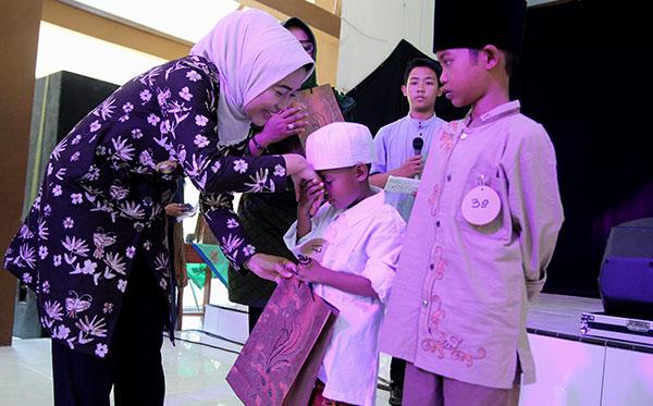 Foto kegiatan - santunin anak