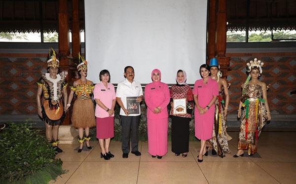 Hibah Baju Adat Pengantin Indonesia 2019 g