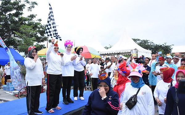 Gerak Jalan Sehat Kelurga Bersama Bhayangkari PD Sulteng c