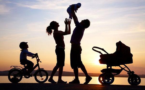 Peran-Penting-Perempuan-Sebagai-Istri-dan-Ibu